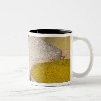 soukの袋のパスタ、穀物および米 ツートーンマグカップ