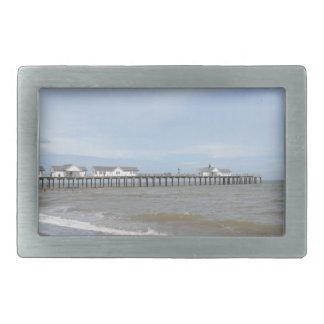 Southwoldのサフォークのビーチそして桟橋 長方形ベルトバックル