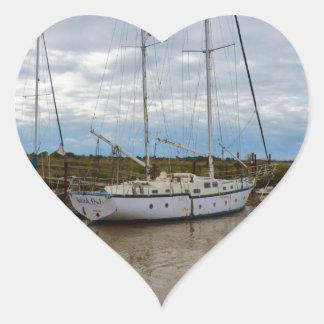 Southwoldのヨットのサフォークのフクロウ ハートシール