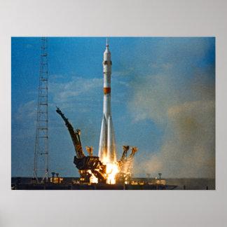 Soyuzの進水(アポロSoyuzテストプロジェクト) ポスター