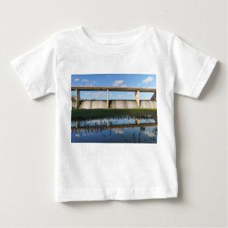 springfield湖のミズーリのダム ベビーTシャツ