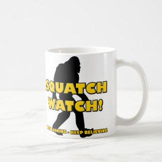 Squatchの腕時計のおもしろいなサスカッチのビッグフットの雪男のマグ コーヒーマグカップ