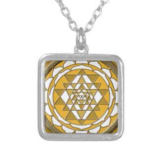 Sri Yantraの青銅 シルバープレートネックレス