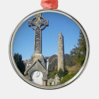 Stケビンの十字および円形タワーGlendalough メタルオーナメント