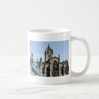 St Gilesのカテドラルおよびデイヴィッド・ヒュームの彫像 コーヒーマグカップ