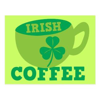 ST PATRICKSのためのコップそしてシャムロックが付いているアイリッシュコーヒー ポストカード