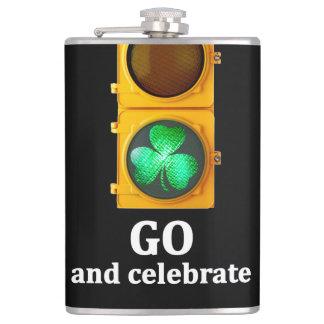 """"""""""" St. Patricks日の信号を祝います行って下さい フラスク"""