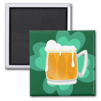 St patricks dayのビールおよびシャムロック マグネット
