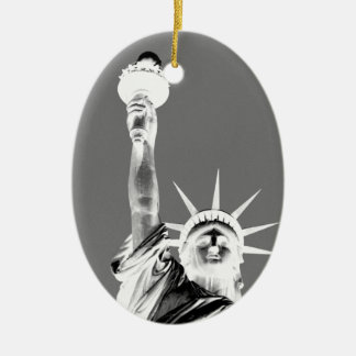Statueofの黒く及び白い自由ニューヨークシティ セラミックオーナメント