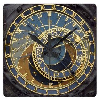 Steampunkのスタイルastronimicalプラハ スクエア壁時計