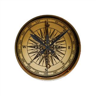 Steampunkのノスタルジックで古い真鍮のコンパス ラウンド壁時計