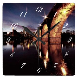 Stonearchのスカイライン スクエア壁時計