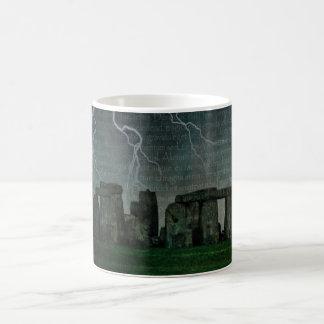 Stonehengeの嵐 コーヒーマグカップ