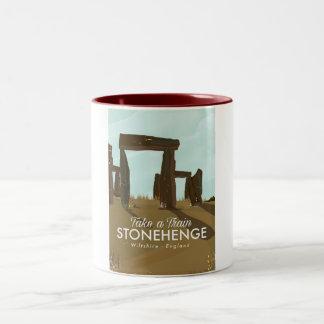 Stonehengeウィルトシャーの列車旅行ポスター ツートーンマグカップ