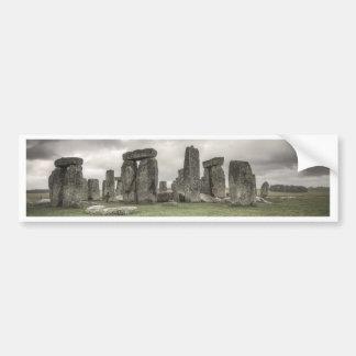 Stonehenge、イギリスの前のカラス バンパーステッカー