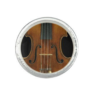 Stradivariのクローズアップ 指輪