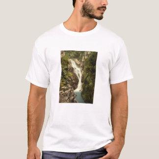 Sulbyの谷間の上部の滝、Ramseyの人の島 Tシャツ