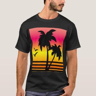 sumerのTシャツ、ビーチ、日没のビーチ Tシャツ