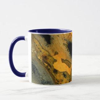 Sumi-eの黄色く自然な碧玉の宝石用原石のマクロ マグカップ