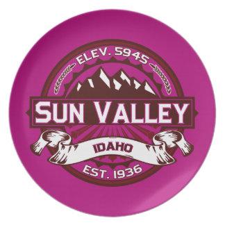 Sun Valleyのロゴのラズベリー プレート