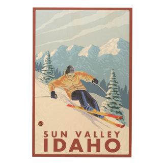 Sun Valley、アイダホ- Downhhillの雪のスキーヤー ウッドウォールアート