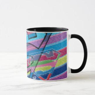 Supergirlのストライプのな虹のロゴ マグカップ