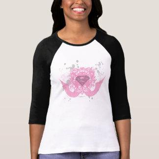 Supergirlのピンクによって飛ぶデザイン Tシャツ