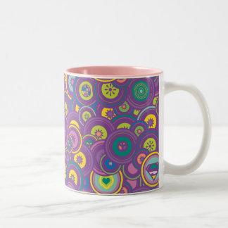 Supergirlの円の紫色パターン ツートーンマグカップ