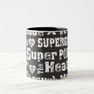 Supergirlの動揺してな文字 ツートーンマグカップ