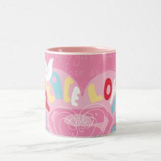 Supergirlの平和および愛ピンク ツートーンマグカップ