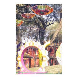 Suraj Kundのフェスティバルの屋外のパーティの木の装飾 便箋