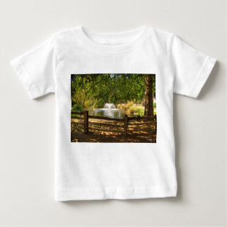 Sutterの城砦の庭 ベビーTシャツ
