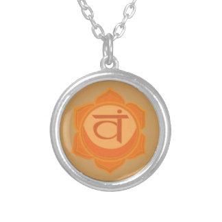 SvadhisthanaのSacralチャクラの円形のネックレス シルバープレートネックレス