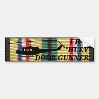 SWA第24 Inf。 Div. Hueyのドアの射撃手のステッカー バンパーステッカー