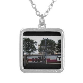Tの列車の小さいネックレスの写真 シルバープレートネックレス