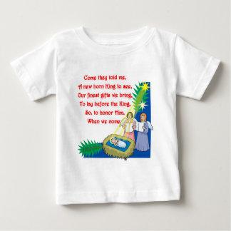 Tシャツおよびギフトの小さいドラマーの男の子の叙情詩 ベビーTシャツ