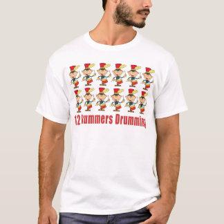 Tシャツをドラムをたたいている12人のドラマー Tシャツ
