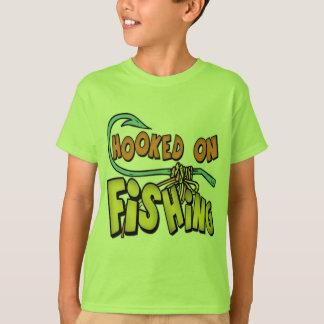 Tシャツを採取しているギフトを採取している子供および子供 Tシャツ