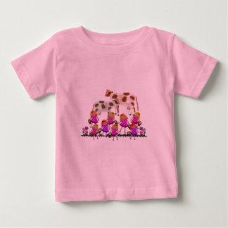 Tシャツを搾り出している8人の女中A ベビーTシャツ