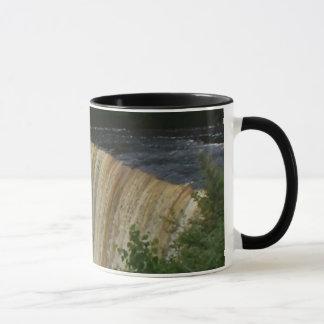 TAHQUAMENONの滝 マグカップ