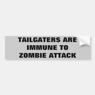 Tailgatersはゾンビの攻撃に免疫があります バンパーステッカー
