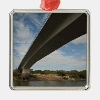 Takutu上のブラジルにガイアナを接続する橋 メタルオーナメント