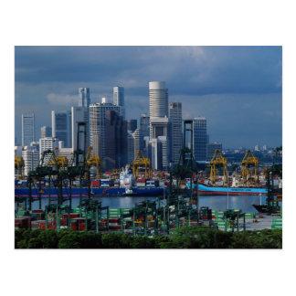 Tanjongの容器の港とのシンガポールのスカイライン、罪 ポストカード