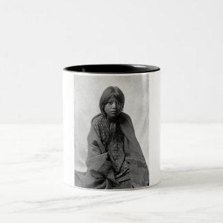Taosの村落からの女の子 ツートーンマグカップ