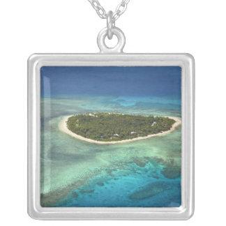 Tavaruaの島および珊瑚礁のMamanucaの島 シルバープレートネックレス