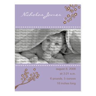 {TBA}ベビーの誕生の発表の紫色の枝 ポストカード