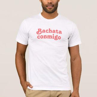 Teを踊っているラテン系のダンスのBachata Conmigoのサルサクラブ Tシャツ