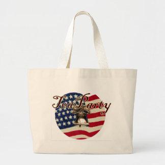 Teapartyの旗および自由の鐘 ラージトートバッグ