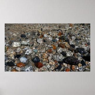Tenaya湖のヨセミテの自然の花こう岩の小石 ポスター