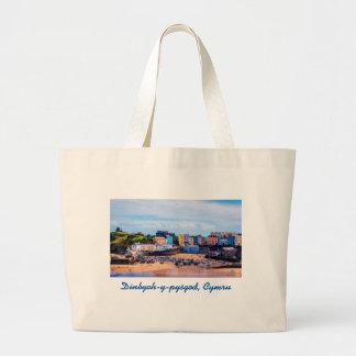 Tenbyのウェールズによって囲まれる海岸の町 ラージトートバッグ